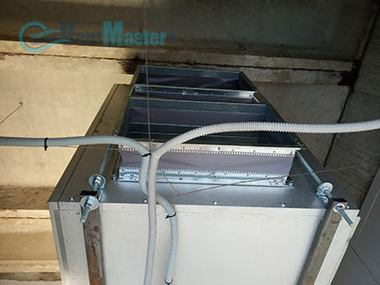 Демонстрация крепежа приточно-вытяжной вентиляционной установки Blauberg на шпильках воздуховода для центральной вентиляции в офисе Альтуэра