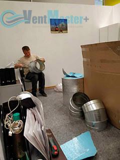 Начался процесс изоляции труб воздуховода для центральной вентиляции в офисе Альтуэра