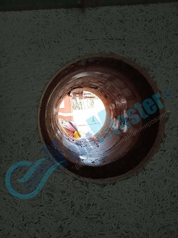Алмазное бурение отверстий для вентиляции в учебном классе и мастерской ЦИТ Свято-Троицкой Сергиевой Лавры, отверстие 1