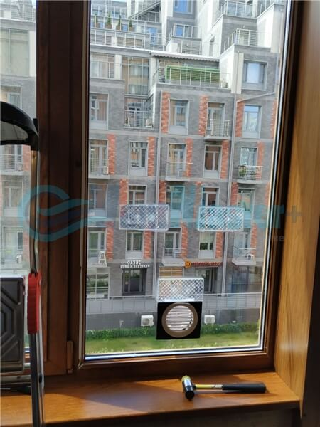 Установка бризера Тион 3s на стеклопакет балконной стены, Москва, ул. Хромова Фото1