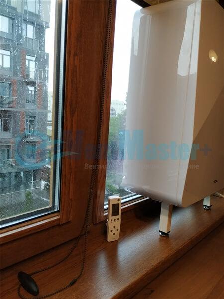 Установка бризера Тион 3s на стеклопакет балконной стены, Москва, ул. Хромова Фото12