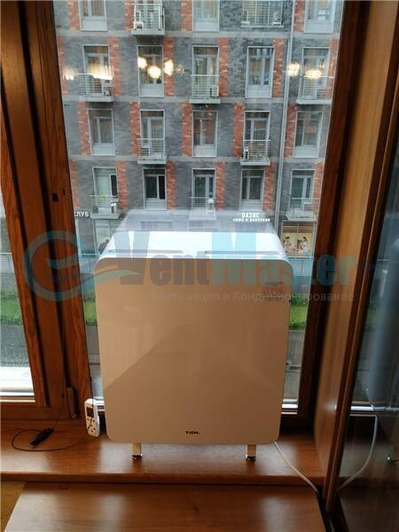 Установка бризера Тион 3s на стеклопакет балконной стены, Москва, ул. Хромова Фото16