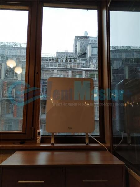 Установка бризера Тион 3s на стеклопакет балконной стены, Москва, ул. Хромова Фото17