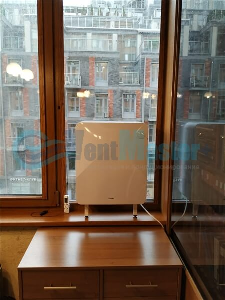 Установка бризера Тион 3s на стеклопакет балконной стены, Москва, ул. Хромова Фото18