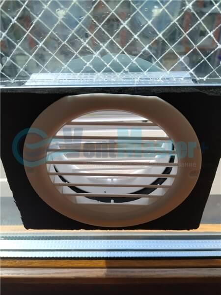 Установка бризера Тион 3s на стеклопакет балконной стены, Москва, ул. Хромова Фото2