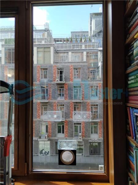 Установка бризера Тион 3s на стеклопакет балконной стены, Москва, ул. Хромова Фото3