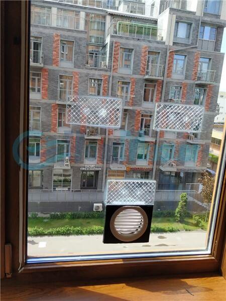 Установка бризера Тион 3s на стеклопакет балконной стены, Москва, ул. Хромова Фото5