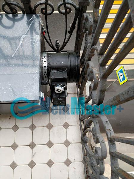 Монтаж приточной установки Minibox E-650 c прямоугольным шумоглушителем Фото22