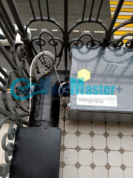 Монтаж приточной установки Minibox E-650 c прямоугольным шумоглушителем Фото25