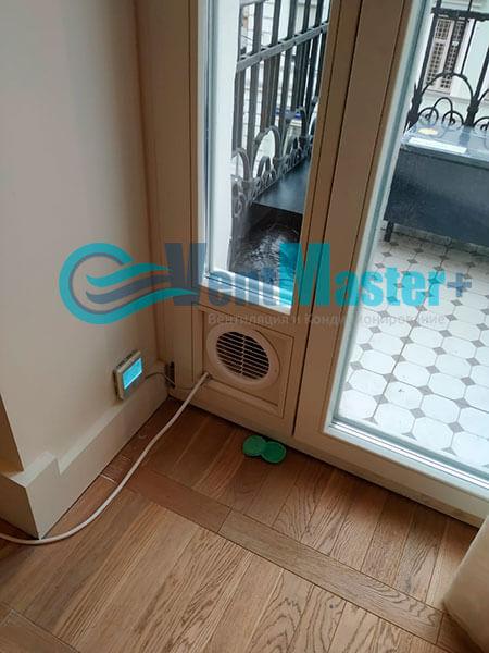 Монтаж приточной установки Minibox E-650 c прямоугольным шумоглушителем Фото34