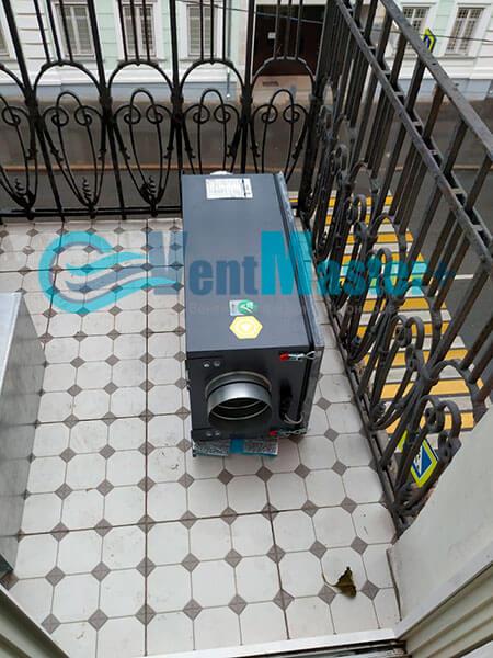 Монтаж приточной установки Minibox E-650 c прямоугольным шумоглушителем Фото8